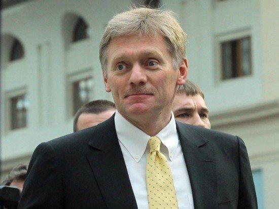 Песков: сбой соцсетей не помешал работе Кремля
