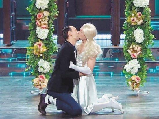 Поцелуй российских комиков на ТВ возбудил депутатов Госдумы
