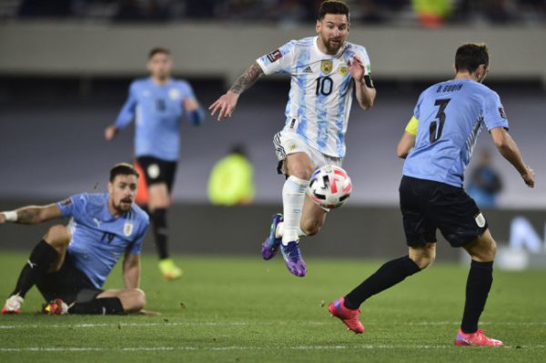Гол Месси помог Аргентине разгромить Уругвай в отборе ЧМ-2022