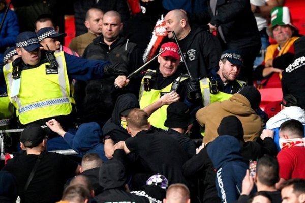 В игре отбора ЧМ Англия - Венгрия произошли стычки фанатов и полиции
