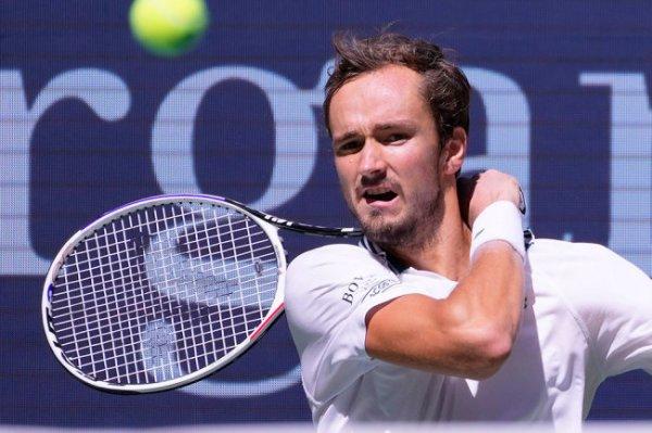 Даниил Медведев снялся с турнира ATP в Москве