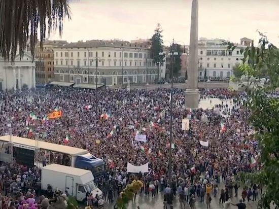 В Риме противники COVID-сертификатов вышли на митинг