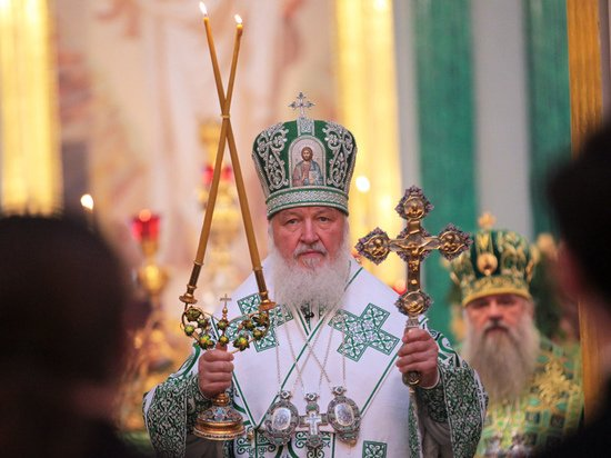 Патриарх Кирилл приземлился в Орле