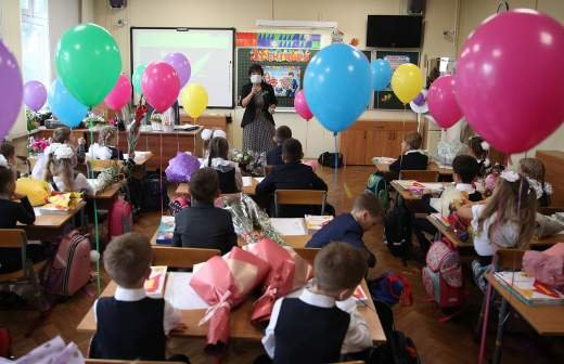 Путин поручил создать платформу психологической помощи школьникам и родителям