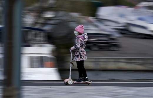 В Москве мать оставила младенца одного в машине под запрещающим знаком