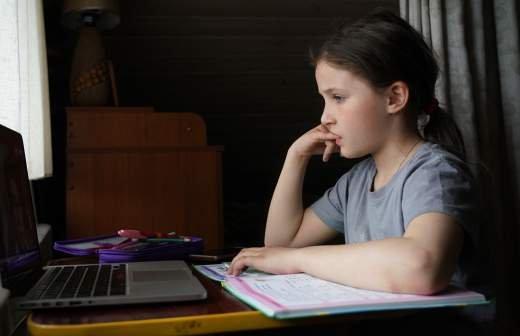 В Минпросвещения заявили об отсутствии планов перевода школ на удаленку