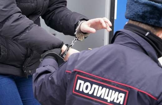 Напавшим на пассажира в метро Москвы предъявили обвинения