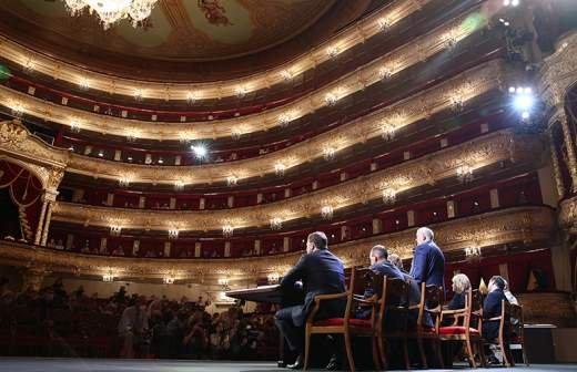 Волочкова после гибели артиста рассказала о проблемах с безопасностью в Большом театре