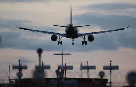 Пассажир опоздал на самолет L-410 и остался жив