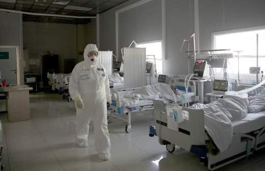 Обязательную вакцинацию для работников ряда сфер ввели на Чукотке