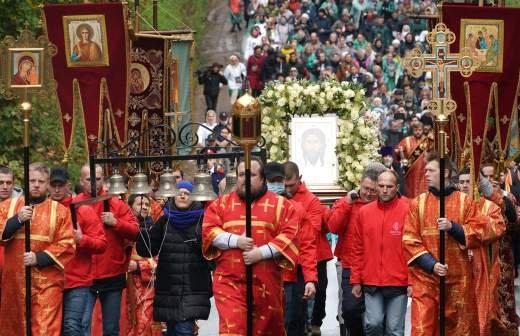 Патриарх Кирилл прибыл в храм в Орле позже плана из-за непогоды